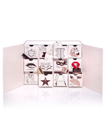 charlotte-tilbury-naughty--nice-box-open_002_